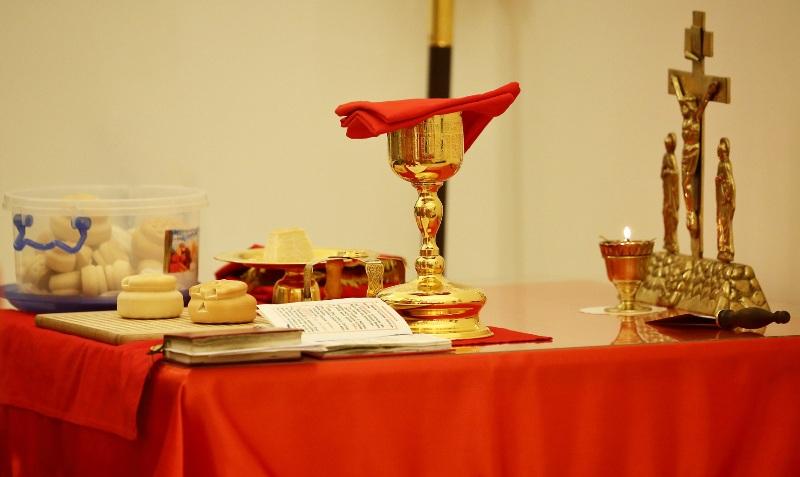 Ночная пасхальная служба в новом храме