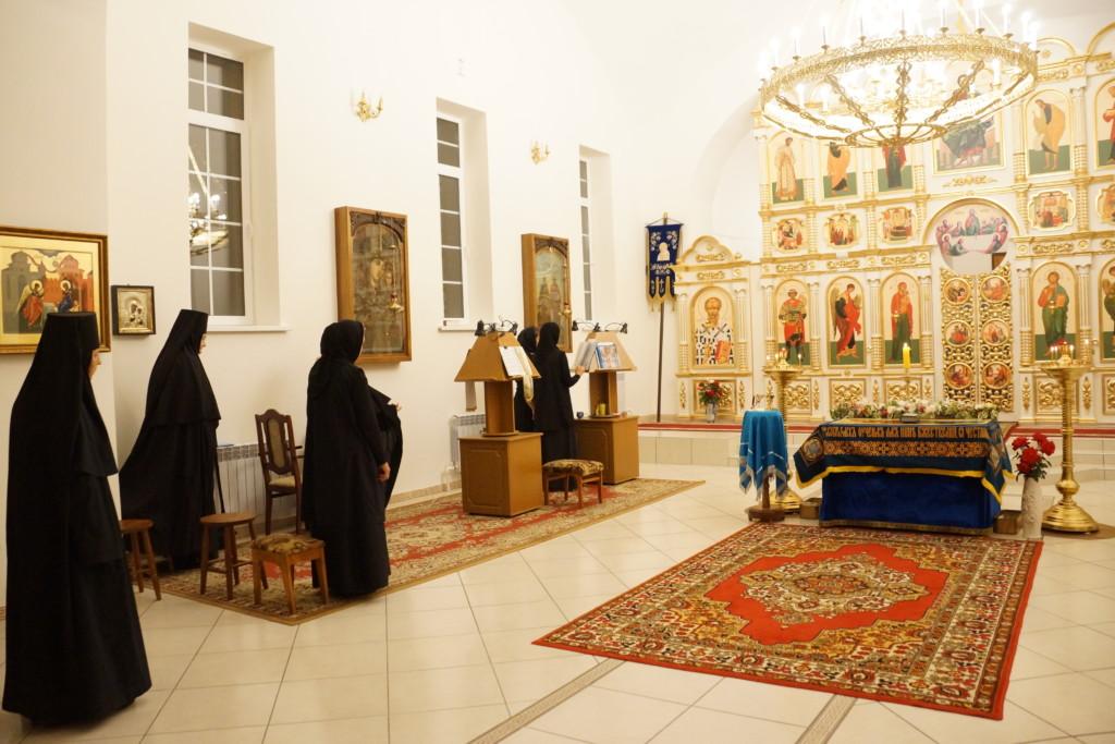 Ночная служба погребения Пресвятой Богородицы