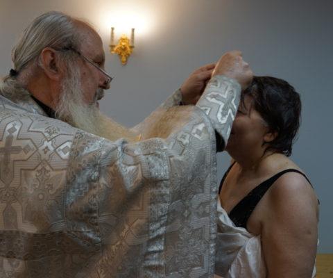 Крещение обитательницы кризисного центра Натали Перовой
