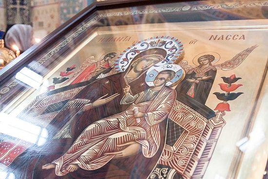У нас в храме будет находится чудотворный список иконы Божией Матери Всецарица
