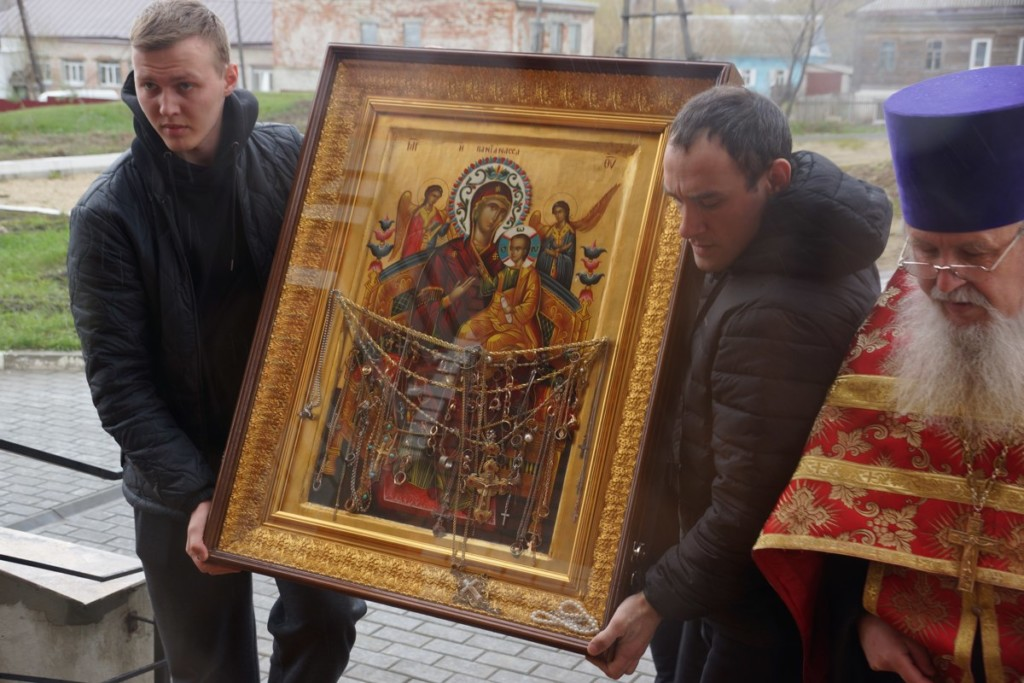 Чудотворный список афонской иконы Божьей Матери Всецарица прибыл в Вольск