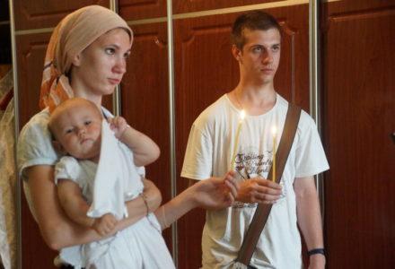Крещение новый обитательницы кризисного центра при монастыре