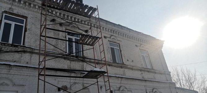 Начался ремонт крыши в монастыре