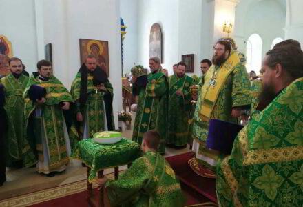 Послушницы монастыря приняли участие в архиерейской службе